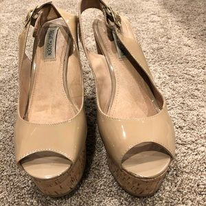 Steve Madden nude patent leather wedges